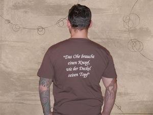 Die Rückseite des Shirts mit dem neuen Slogan